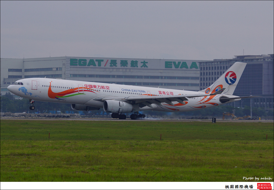 China Eastern Airlines B-6128-006