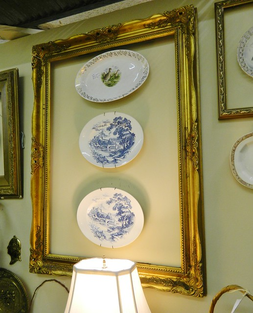 framed china plates via homeologymodernvintage.com