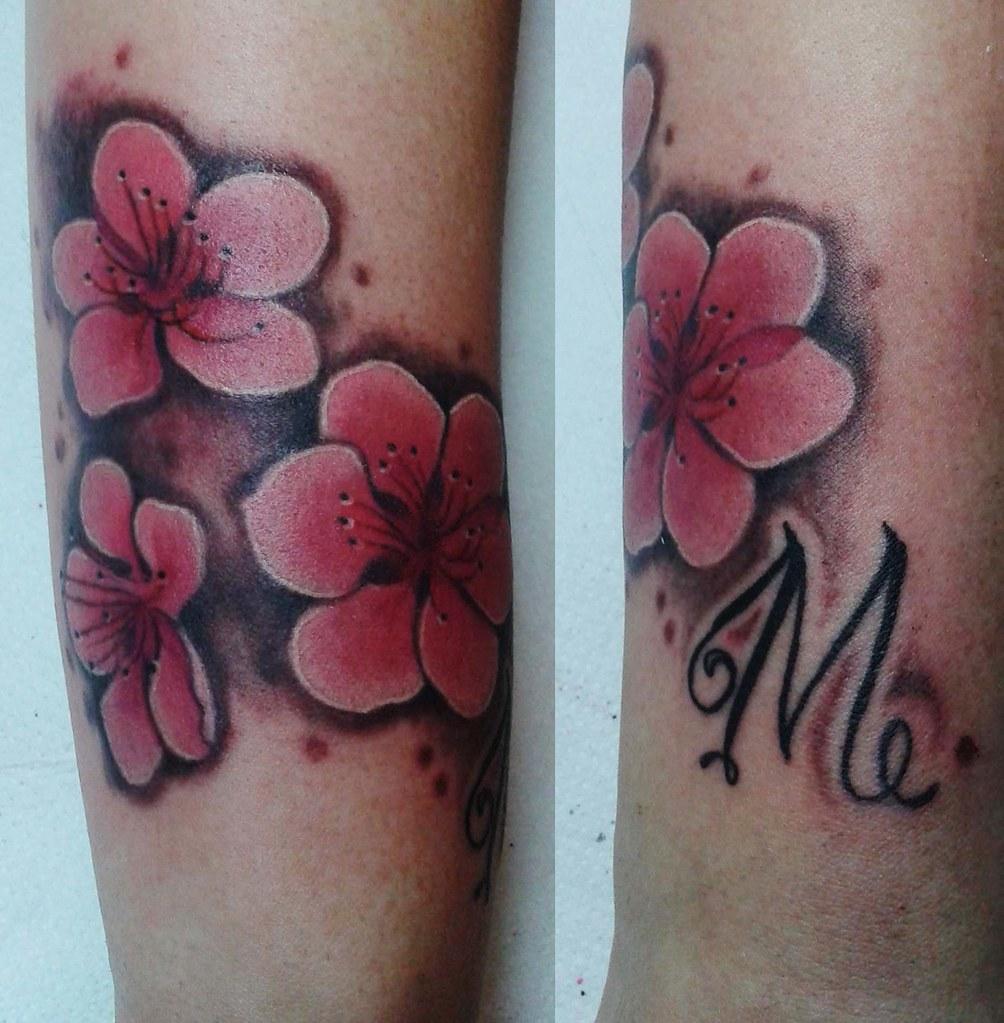 Lavori femminili vera cruz tattoo torino for Tattoo fiori sul polso