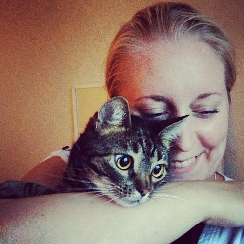 Idag är det fem år sedan detta älskade (o)djur kom in i mitt liv. Det firar vi med geggig kattmat och kassler. Hurra!