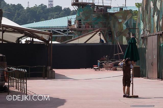 Universal Studios Singapore - HHN3 maze construction