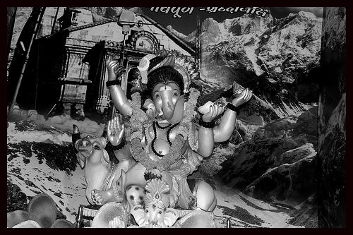 Bappa Morya Bazar Road Shot By Nerjis Asif Shakr 2 Year Old by firoze shakir photographerno1