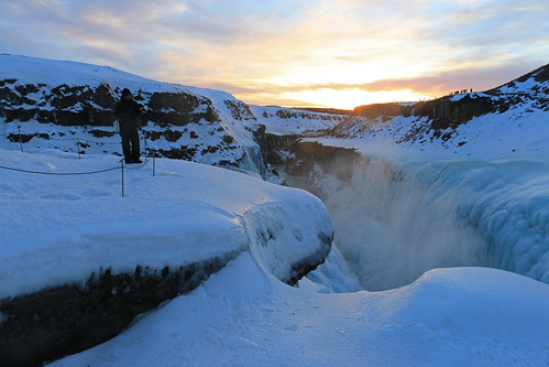 blue winter sunset sky people snow ice me clouds river waterfall iceland stream daniel eu spray gorge cascade gullfoss ísland hvitá byzé {vision}:{sky}=0647 {vision}:{sunset}=0742