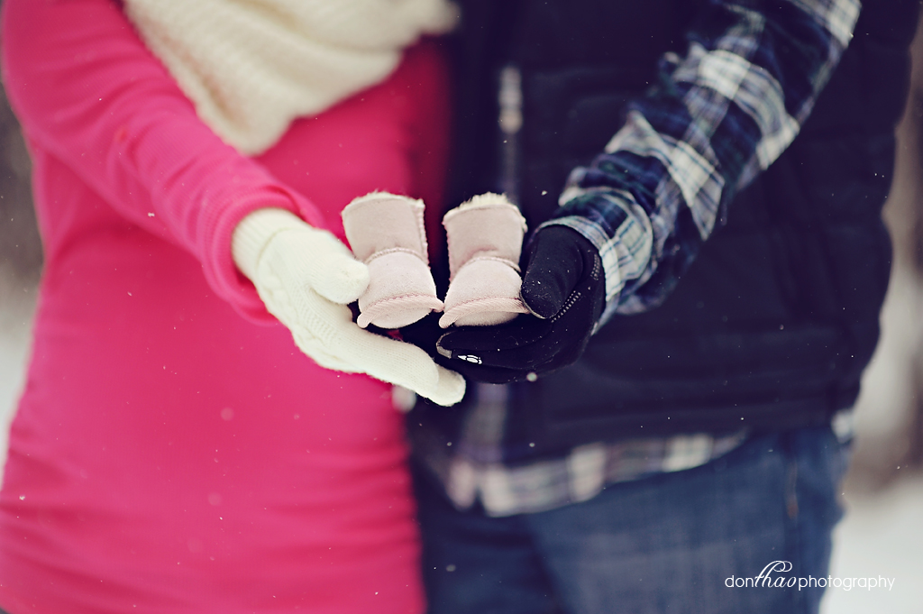 Beautiful Grand Rapids winter maternity photography details