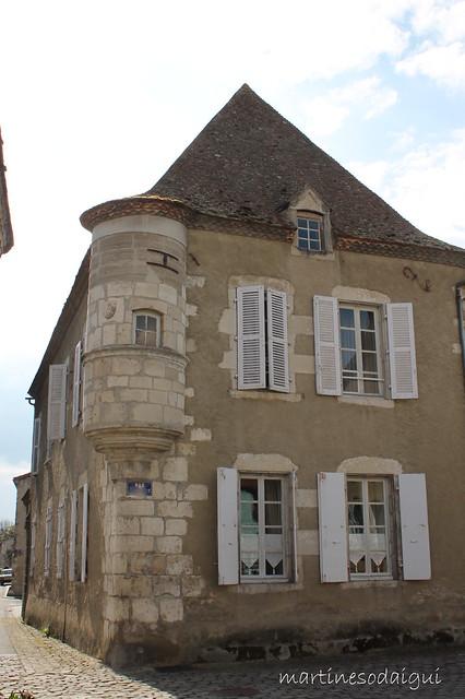 Maison à l'échauguette à EBREUIL (Allier)