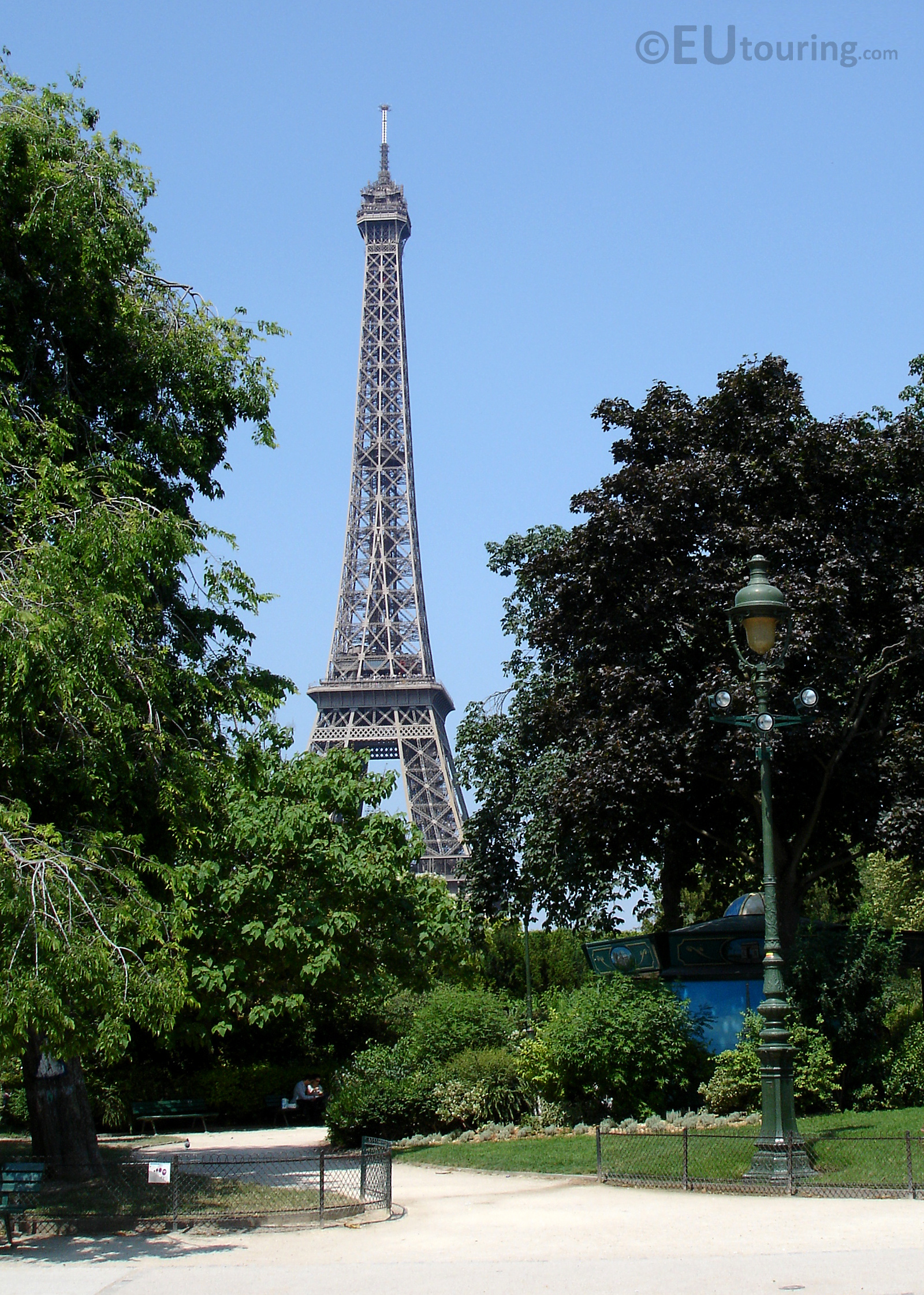 Quiet paths through the Champ de Mars