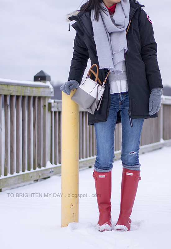 gray scarf, black parka, gray ruffled sweatshirt, colorblocked crossbody bag, red rain boots