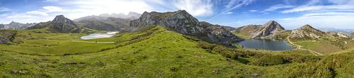 Situados en el concejo de Cangas de Onís, el conjunto de los lagos de Covadonga, está formado por dos pequeños lagos, el Enol y el Ercina de origen glacial, situados en la parte asturiana del Parque Nacional de los Picos de Europa, en el macizo occidental de dicha cadena montañosa. Existe un tercer lago, el Bricial, que sólo tiene agua durante el deshielo, pero también pertenece al conjunto.En Asturias son conocidos, simplemente, como Los Lagos.