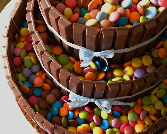 torta kitkat e smarties tre piani