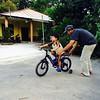 Latihan mengayuh... Masih belum menguasai kemahiran kayuhan cuma daya badan saja yang mengerakkan basikal.. #bicycle #kidoftheday #picoftheday #Limbang #Sarawak #kid #learn