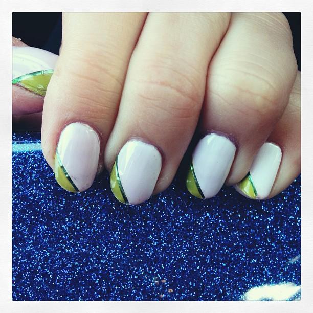 #notd with @illamasqua's Scorch and Radian #mani #nailart #nailpolishobsessed #instamani #nailsofig #manicure #showusyourtips #r29nailartnation #white #green #instagood #igdaily