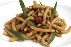Passatelli di pecorino,stridoli, lumachine di mare al finocchietto e pendolini arrostiti
