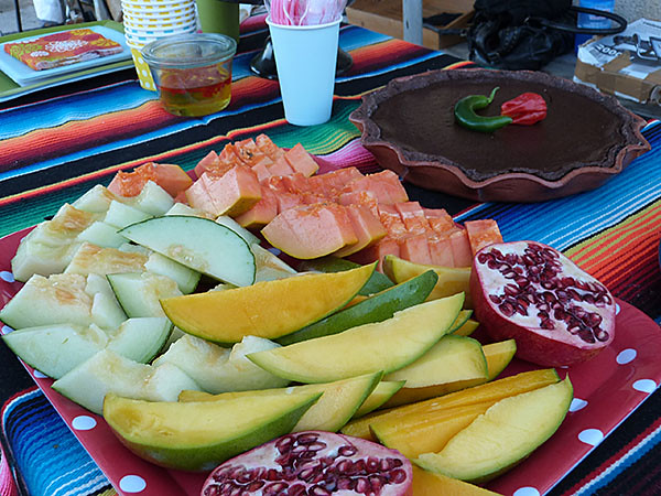 fruits frais et tarte au chocolat