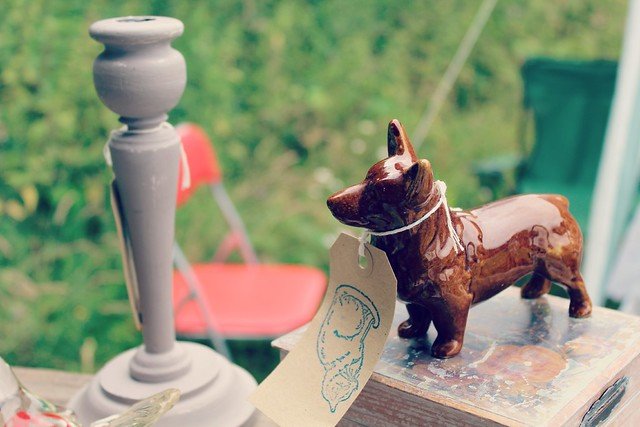 brown_ceramic_dog