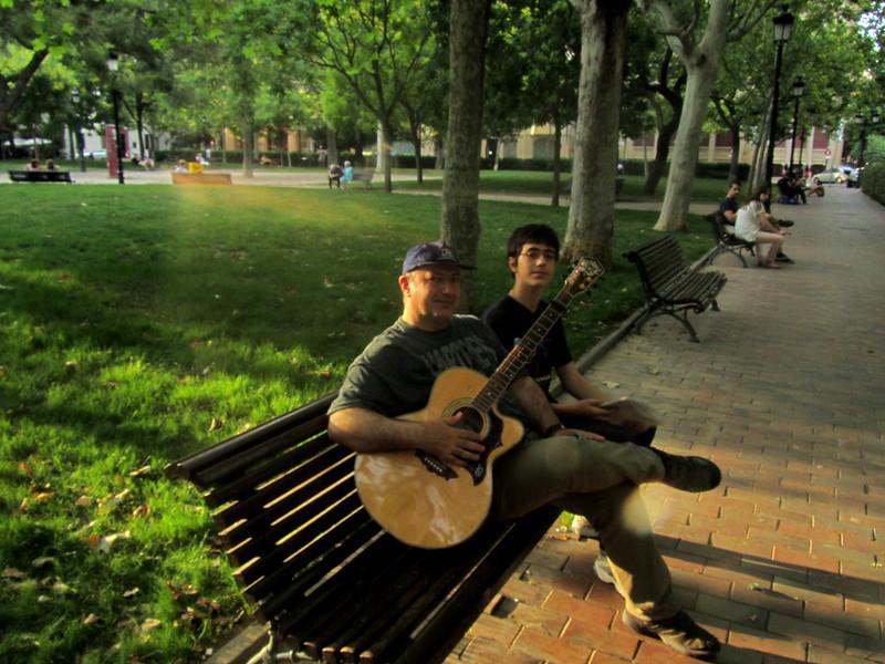 Con Oscarelo en la plaza, e Ivo