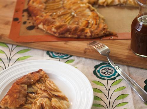 25+ Rosh Hashanah Recipes with Apples and Honey via LittleFerraroKitchen.com