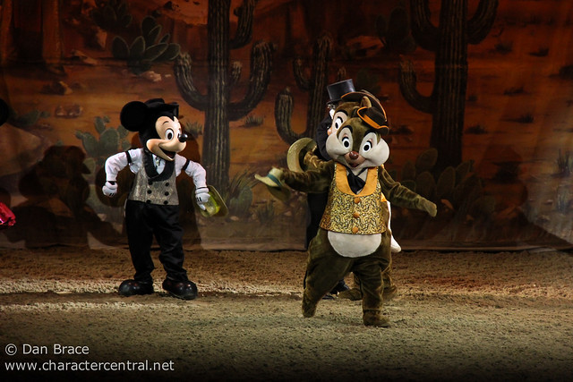 Buffalo Bill s Wild West Show with Mickey and Friends  9ee0f21df219
