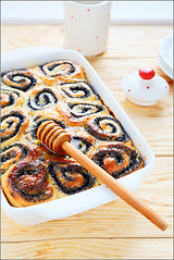 cake with poppy seeds and honey