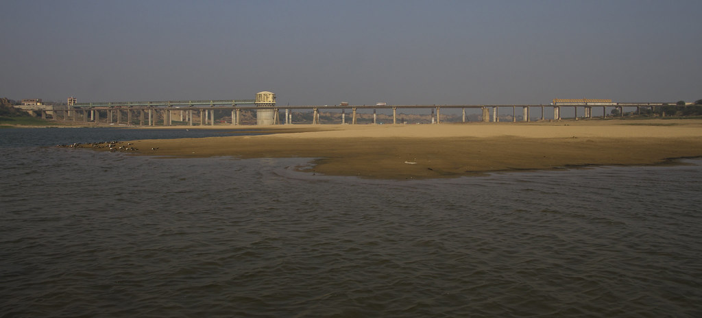 Bridge_across_river_chambal_crop