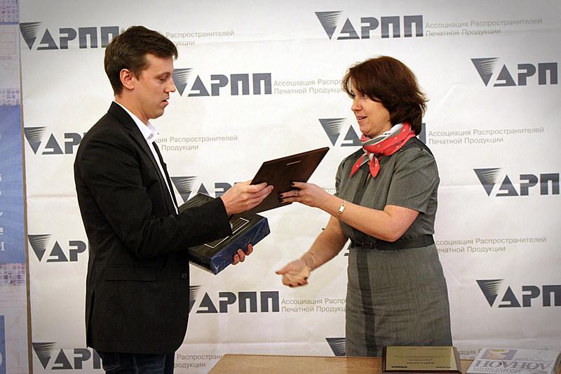Вручение спецноминации от АРПП и ГИПП. Слева - Сергей Пыжиков, Conde Nast