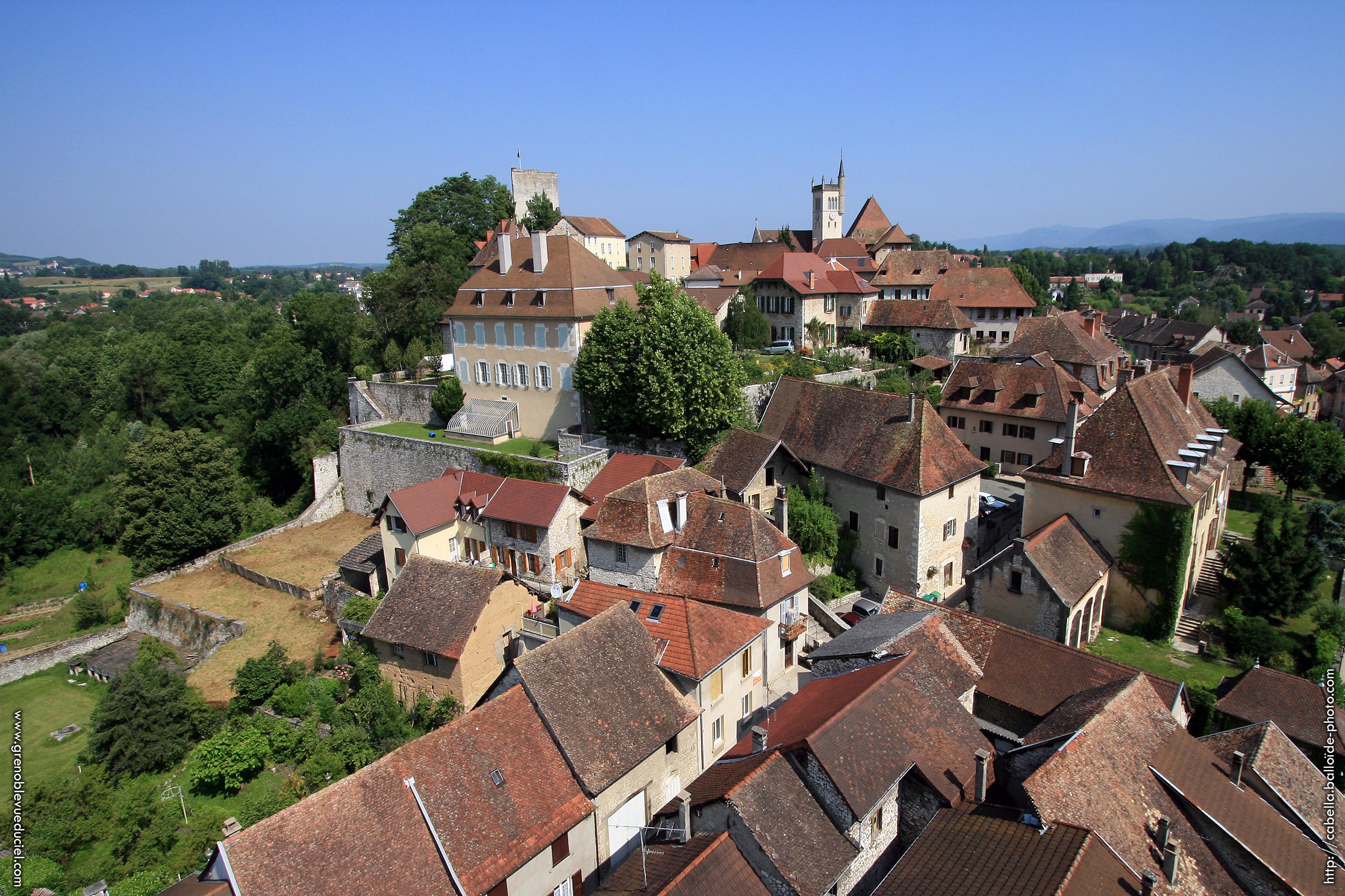 La vieille ville et les toits Dauphinois