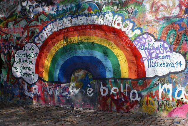 > Le mur de John Lennon à Prague dans le quartier de Mala Strana.