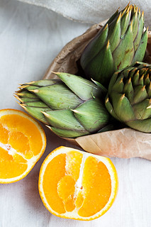 Warm artichokes salad with oranges and cinnamon