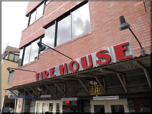 Photo:2014-01-05_ハンバーガーログブック_【本郷三丁目】FireHouse(ファイヤーハウス) 私にとってのハンバーガーのスタートの店へ-01 By:logtaka