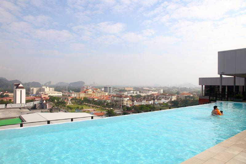 WEIL-Hotel-Infinity-Pool
