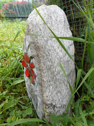 fiore mosaico su sasso per papà 5