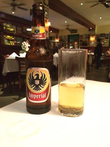 San José: Imperial, la bière du Costa Rica. Très bonne et assez différente de celles goûtées jusqu'à présent autour du monde.