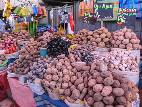 Arequipa: le marché San Camilo et toutes ses patates, sans oublier le fameux maïs violet