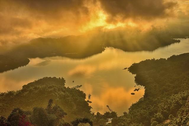 夕耀明潭 Sun Moon Lake