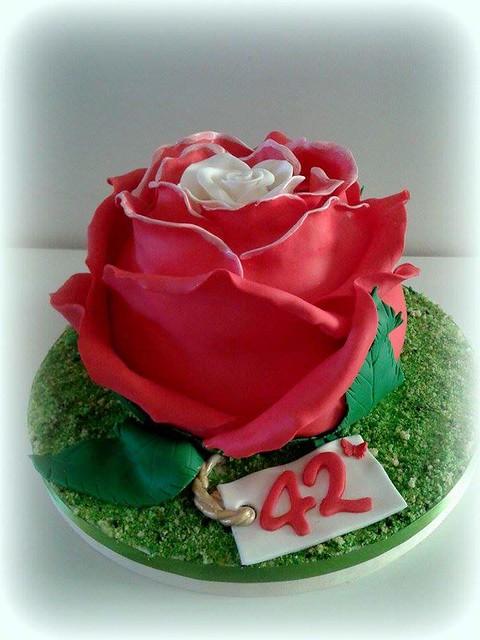 Rose Themed Cake by Roberta Bulsei