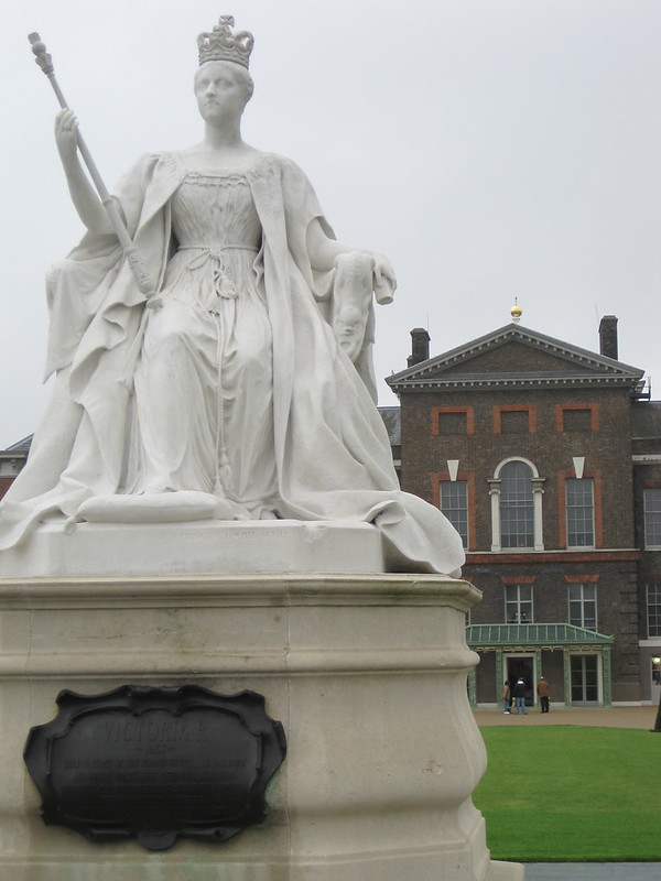 Victoria in front of Kensington Palace