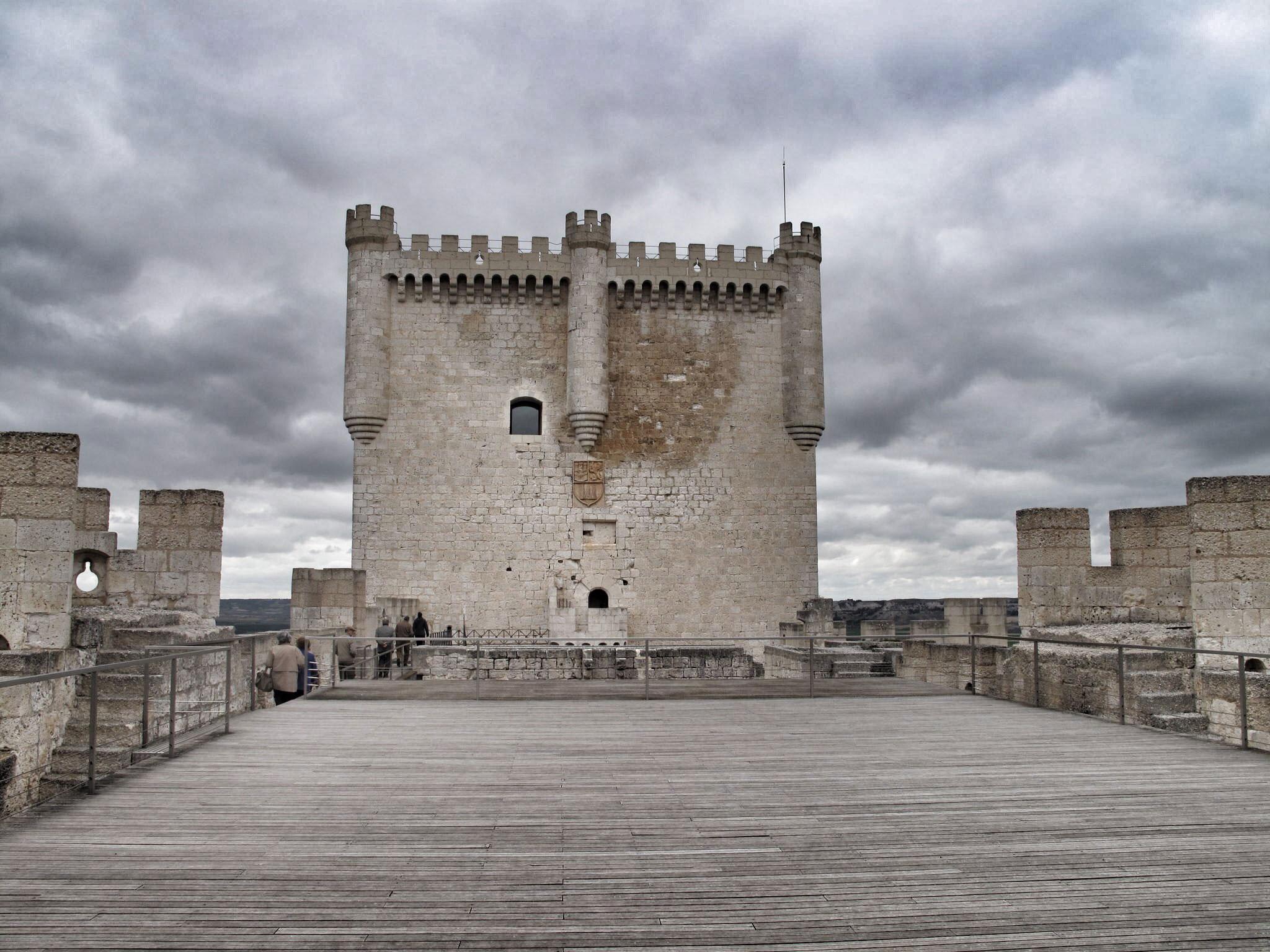 castillo de peñafiel_torre del homenaje_vasallos_conde lucanor_don juan manuel