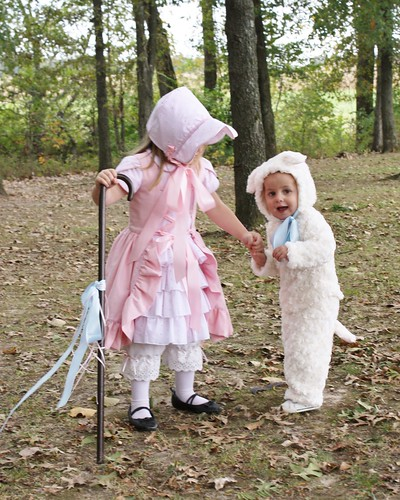 Little Bo Peep and her little lamb