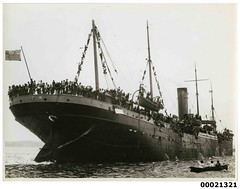 Image of a troopship possibly HMAT A7 MEDIC departing for war