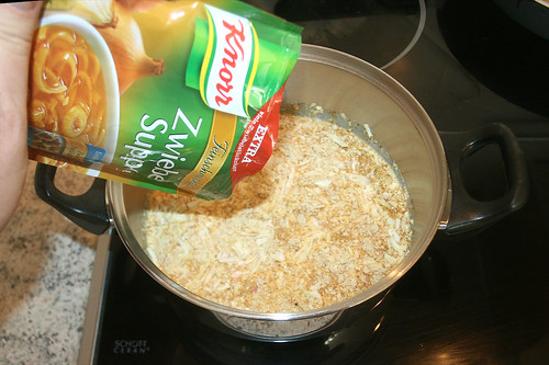 27 - Zwiebelsuppe hinzu geben / Add onion soup