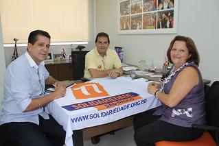 Os presidentes David Martins, estadual, e Paulinho da Força, nacional, recebem a Professora Gina, que dirige o Solidariedade em Atibaia