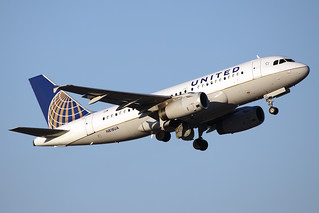 United Airlines Airbus A319-131 N818UA