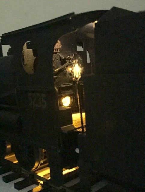 Model Train loco 5235 with DCC lighting Effects Footplate lights
