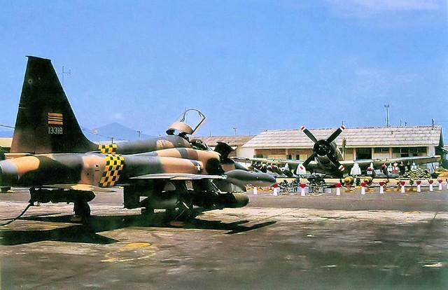 VNAF F-5A Tiger II and A-1 Skyraider - Da Nang 1973