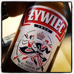 Dricker polskt. Öl och vodka. Mat följer. #alex