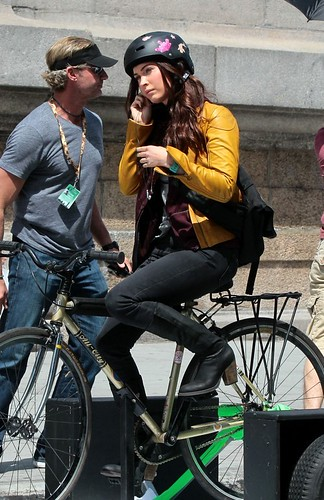 Megan+Fox+Megan+Fox+Rides+Bike+Set+TMNT+Part+LxNeUwW2PELx[1]