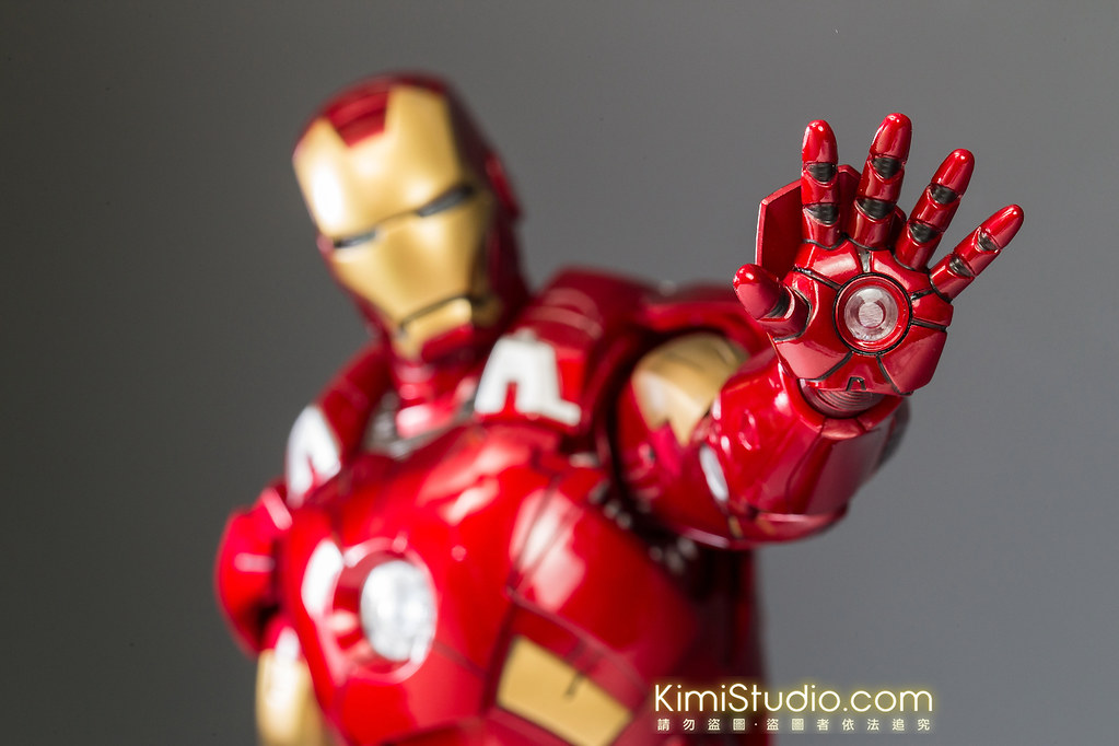 2013.06.11 Hot Toys Iron Man Mark VII-040