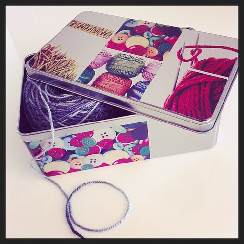 A new knitting box:) Una nuova scatola per il lavoro a maglia :)