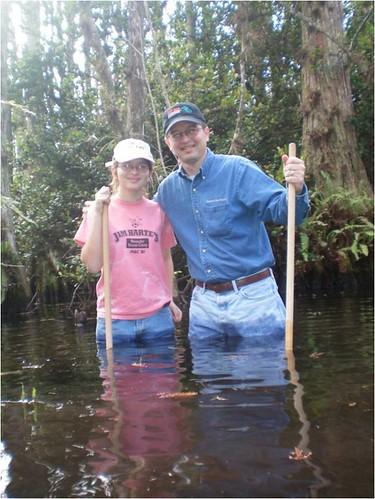加德納與女兒在佛羅里達住處附近溼地的合照,加德納提供。