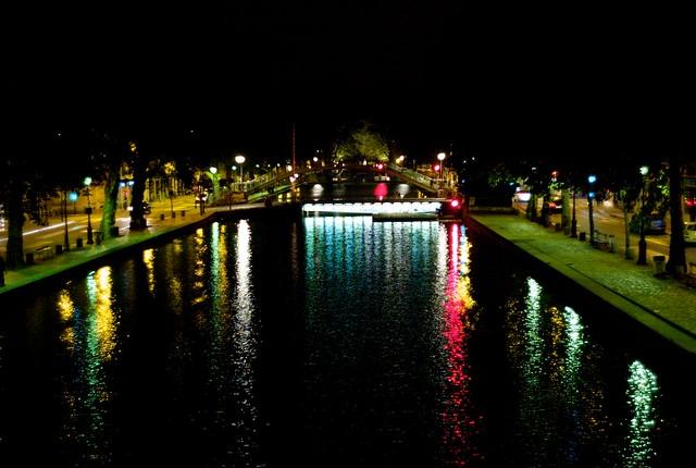 夜のサンマルタン運河。