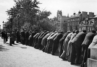 Observerende menn på Helgeandsholmen (1935)